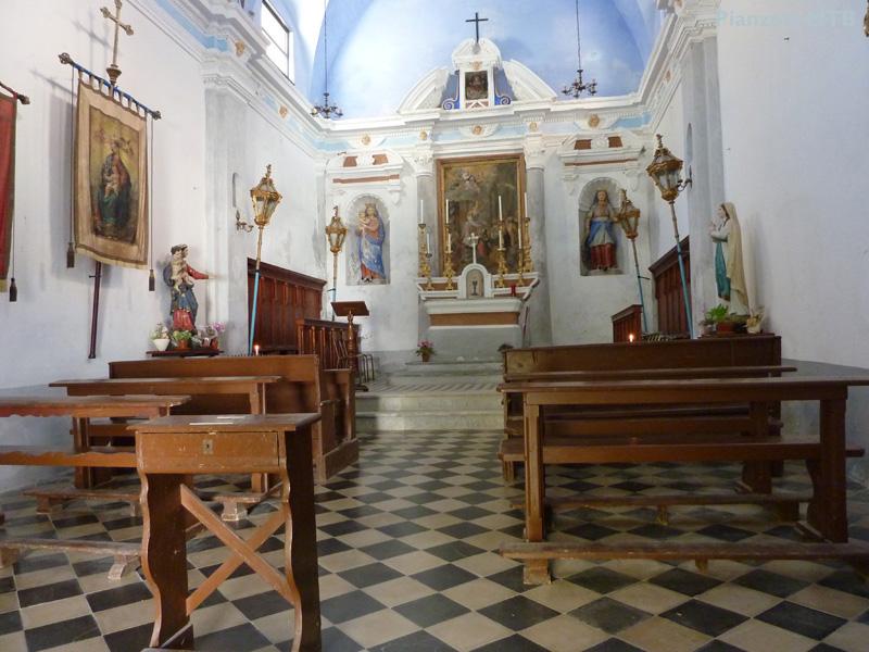 corniglia-interno-chiesa