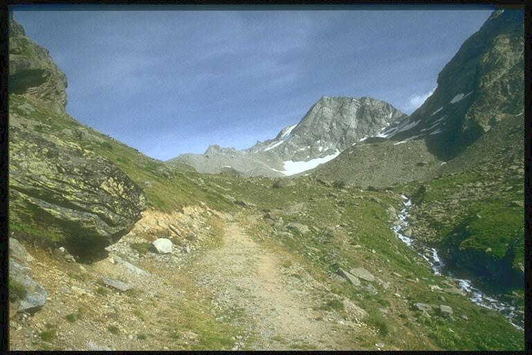 Il sentiero che dal rifugio Epee porta al Col della Finestra (m.2840)