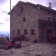 al cospetto del Monte Rosa Data :10-11 Agosto 1999 Quota Partenza:2350 m. Quota Arrivo :3498 m. Dislivello :1148 m. Lunghezza :10 Km. Durata :6 Ore salita 4 ore discesa